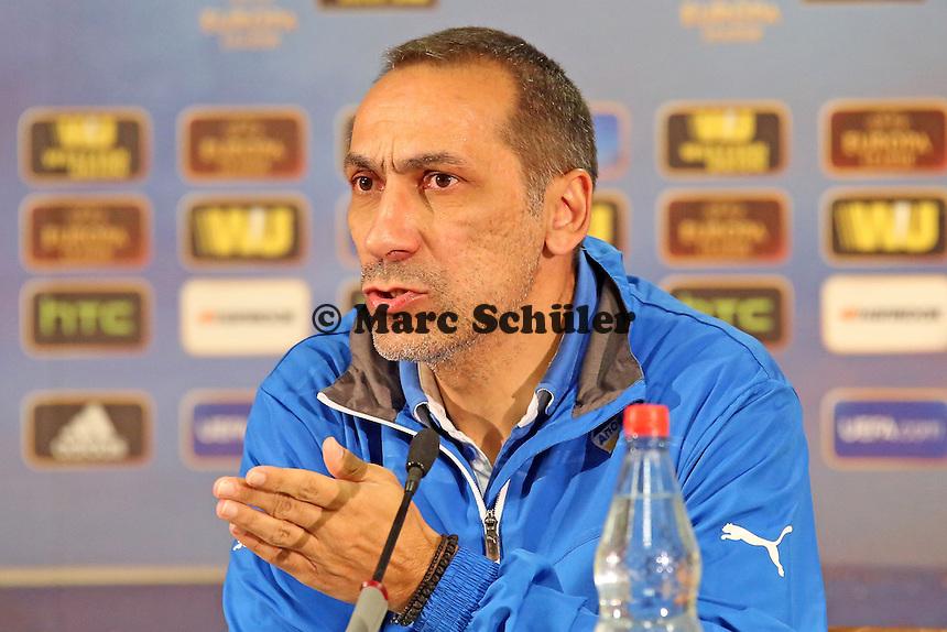 Trainer Giorgios Donis (Nikosia) - APOEL Nikosia Europa League Pressekonferenz