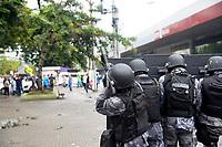 Niterói, RJ, 28.04.2017 - GREVE-GERAL- Manifestantes bloqueiam entrada das Barcas em Niterói, RJ  nesta sexta-feira, 28.(Foto: Clever Felix/Brazil Photo Press)