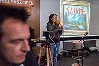 """Die Punk-Band Slime spielte am Dienstag den 27. September 2017 in der Dachlounge des Berliner Radiosender """"radio1"""". Anlass war das Erscheinen der Platte """"Hier und jetzt"""" am 29. September 2017.<br /> Rechts im Bild: radio1-Moderatorin Marion Brasch. Links: Slime-Gitarrist Michael """"Elf"""" Meyer.<br /> 27.9.2017, Berlin<br /> Copyright: Christian-Ditsch.de<br /> [Inhaltsveraendernde Manipulation des Fotos nur nach ausdruecklicher Genehmigung des Fotografen. Vereinbarungen ueber Abtretung von Persoenlichkeitsrechten/Model Release der abgebildeten Person/Personen liegen nicht vor. NO MODEL RELEASE! Nur fuer Redaktionelle Zwecke. Don't publish without copyright Christian-Ditsch.de, Veroeffentlichung nur mit Fotografennennung, sowie gegen Honorar, MwSt. und Beleg. Konto: I N G - D i B a, IBAN DE58500105175400192269, BIC INGDDEFFXXX, Kontakt: post@christian-ditsch.de<br /> Bei der Bearbeitung der Dateiinformationen darf die Urheberkennzeichnung in den EXIF- und  IPTC-Daten nicht entfernt werden, diese sind in digitalen Medien nach §95c UrhG rechtlich geschuetzt. Der Urhebervermerk wird gemaess §13 UrhG verlangt.]"""