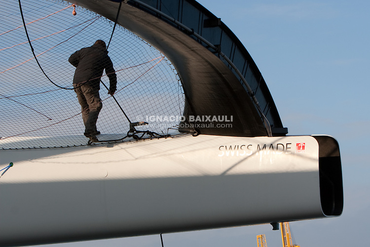Downloading Alinghi 5 from Cassandra B cargo. 5/1/2010 Valencia, Spain