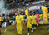 CALI - COLOMBIA - 14 - 06 - 2017: Los jugadores de Deportivo Cali y Atletico Nacional, durante partido de ida de la final entre Deportivo Cali y Atletico Nacional, por la Liga Aguila I-2017, jugado en el estadio Deportivo Cali (Palmaseca) de la ciudad de Cali. / The players of Deportivo Cali and Atletico Nacional, during a match of the first leg of the finals between Deportivo Cali and Atletico Nacional, for the Liga Aguila I-2017 at the Deportivo Cali (Palmaseca) stadium in Cali city. Photo: VizzorImage  / Luis Ramirez / Staff.