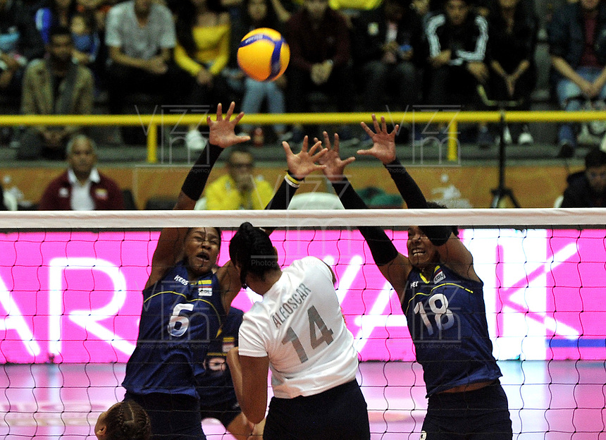 BOGOTÁ-COLOMBIA, 07-01-2020: Valerin Carabali y Margarita Martínez de Colombia, intentan un bloqueo al ataque de balón a Aleoscar Blanco de Venezuela, durante partido entre Venezuela y Colombia en el Preolímpico Suramericano de Voleibol, clasificatorio a los Juegos Olímpicos Tokio 2020, jugado en el Coliseo del Salitre en la ciudad de Bogotá del 7 al 9 de enero de 2020. / Valerin Carabali y Margarita Martinez from Colombia, tries to block the attack the ball to Aleoscar Blanco from Venezuela, during a match between Venezuela and Colombia, in the South American Volleyball Pre-Olympic Championship, qualifier for the Tokyo 2020 Olympic Games, played in the Colosseum El Salitre in Bogota city, from January 7 to 9, 2020. Photo: VizzorImage / Luis Ramírez / Staff.