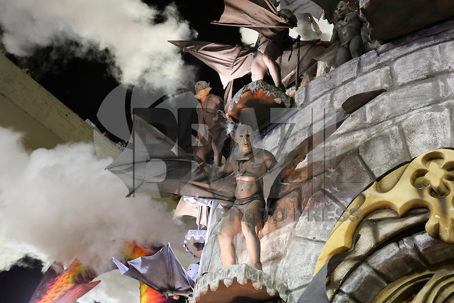 RIO DE JANEIRO, RJ, 17.02.2015 - CARNAVAL 2015 - RIO DE JANEIRO - GRUPO ESPECIAL / UNIDOS DA TIJUCA - Integrantes da escola de samba Unidos da Tijuca durante desfile do grupo especial do Carnaval do Rio de Janeiro, na madrugada desta terça-feira, 17. (Foto: Gustavo Serebrenick / Brazil Photo Press)