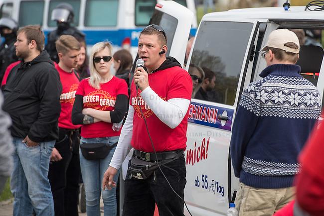 Ca. 1000 Nazis aus ganz Deutschland marschierten am Sonntag den 1. Mai 2016 im Saeschsichen Plauen auf. Die Naziorganisation 3.Weg hatte den Marsch angemeldet. Etliche Nazis waren dabei vermummt und zeigten auch den Hitlergruss, die Polizei schritt jedoch nicht ein.<br /> Nach der Haelfte der Marschroute beendeten die Nazis ihre Demonstration, da die Polizei die Marschroute verkuerzen wollte. Sie forderten die Polizei auf den Weg freizugeben. Danach griffen Aufmarschteilnehmer die Polizei an, die daraufhin Wasserwerfer, Pfefferspray, Traenengas und Schlagstoecke einsetzte. Mehrere Gruppen Nazis zogen danach durch Plauen und jagten Menschen.<br /> Nach einer Stunde bekamen die Nazis einen erneuten Aufmarsch von der Polizei genehmigt und zogen zurueck zum Bahnhof.<br /> Im Bild: Tony Gentsch. Gentsch hat massgeblich die verbotene Naziorganisation &quot;Freies Netz Sued&quot;, FNS, geleitet und war Aktivis im verbotenen &quot;Kampfbund Deutscher Sozialisten&quot;, KDS. Er ist mit am Naziversandhandel &quot;Final Resistance&quot; beteiligt.<br /> 1.5.2016, Plauen<br /> Copyright: Christian-Ditsch.de<br /> [Inhaltsveraendernde Manipulation des Fotos nur nach ausdruecklicher Genehmigung des Fotografen. Vereinbarungen ueber Abtretung von Persoenlichkeitsrechten/Model Release der abgebildeten Person/Personen liegen nicht vor. NO MODEL RELEASE! Nur fuer Redaktionelle Zwecke. Don't publish without copyright Christian-Ditsch.de, Veroeffentlichung nur mit Fotografennennung, sowie gegen Honorar, MwSt. und Beleg. Konto: I N G - D i B a, IBAN DE58500105175400192269, BIC INGDDEFFXXX, Kontakt: post@christian-ditsch.de<br /> Bei der Bearbeitung der Dateiinformationen darf die Urheberkennzeichnung in den EXIF- und  IPTC-Daten nicht entfernt werden, diese sind in digitalen Medien nach &sect;95c UrhG rechtlich geschuetzt. Der Urhebervermerk wird gemaess &sect;13 UrhG verlangt.]