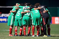 05 July 2009: Mexico Starting XI huddle together before the game against Nicaragua at Oakland-Alameda County Coliseum in Oakland, California.    Mexico defeated Nicaragua, 2-0.