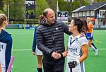 BLOEMENDAAL -   coach Teun de Nooijer (Bldaal) met Anna O'Flanagan (Pin) na de wedstrijd,  , Libera hoofdklasse hockey Bloemendaal-Pinoke (0-0). COPYRIGHT KOEN SUYK