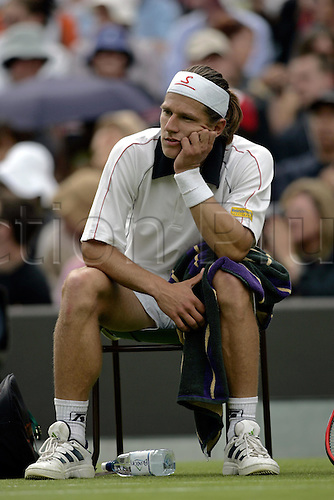 21 June 2004: Austrian player Jurgen Melzer (AUT) sitting down frustrated after losing a set during his first round singles match against Meltzer at the All England Lawn Tennis Championships, Wimbledon, London. Hewitt won 6-2, 6-4, 6-2. Photo: Glyn Kirk/Actionplus..040621 man mens men's upset disappointed disappointment frustration .