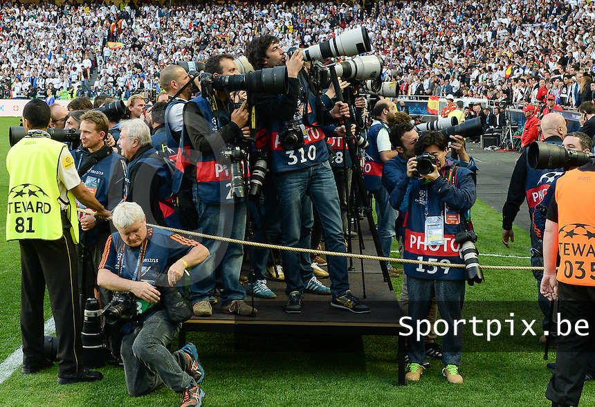 20140524 - LISBON , PORTUGAL : Press photographers pictured during soccer match between Real Madrid CF and Club Atletico de Madrid in the UEFA Champions League Final on Saturday 24 May 2014 in Estadio Da Luz in Lisbon .  PHOTO DAVID CATRY