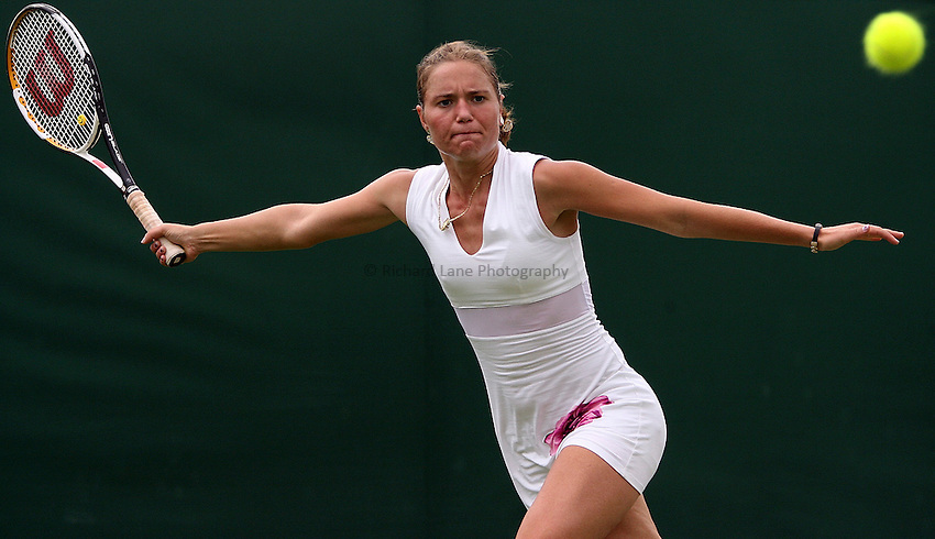 Photo: Paul Thomas..Wimbledon Championships. 27/06/2007...Kateryna Bondarenko (UKR) during her match against Dinara Safina.