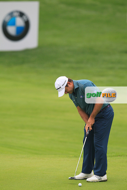 Richard Sterne (RSA) putts on the 9th green during Saturay's Round 3 of the 2014 BMW Masters held at Lake Malaren, Shanghai, China. 1st November 2014.<br /> Picture: Eoin Clarke www.golffile.ie