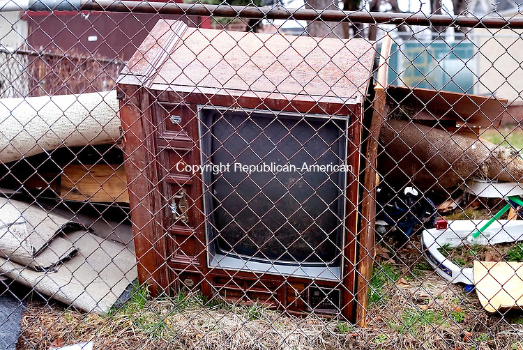WATERBURY, CT. 12 April 2007-041207SV06--An old tv found in a junk pile on Porter Street in Waterbury.<br /> Steven Valenti Republican-American