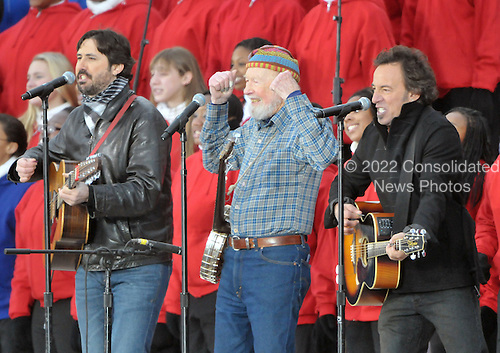 """Washington, DC - January 18, 2009 -- Pete Seeger, center, Bruce Springsteen, right, and Seeger's grandson Tao Seeger perform at the """"Today: We are One - The Obama Inaugural Celebration at the Lincoln Memorial"""" in Washington, D.C. on Sunday, January 18, 2009..Credit: Ron Sachs / CNP.(RESTRICTION: NO New York or New Jersey Newspapers or newspapers within a 75 mile radius of New York City)"""