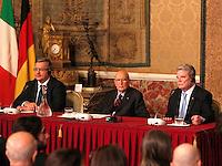 NAPOLI INCONTRO TRA IL .PRESIDENTE DELLA REPUBBLICA FEDERALE TEDESCA JOACHIM GAUCK  PRESIDENTE DELLA REPUBBLICA ITALIANA GIORGIO NAPOLITANO E IL PRESIDENTE DELLA REPUBBLICA  DI POLONIA BROMISLAW KOMOROWSKY ..FOTO CIRO DE LUCA