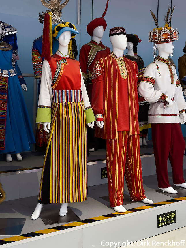 Trachtenausstellung im Olympia-Center, Peking, China, Asien<br /> exhibition of traditional costumes at Olympic Center, Beijing, China, Asia