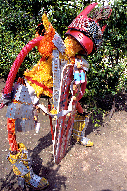 Epouvantail dans le Potager du Roi, Versailles. *** Scarecrow in the Potager du Roi, Versailles, Yvelines.