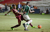 IBAGUÉ -COLOMBIA, 15-04-2017. Omar Albornoz (Izq) jugador de Deportes Tolima disputa el balón con Danny Rosero (Der) jugador de Deportivo Cali durante partido por la fecha 13 de la Liga Águila I 2017 jugado en el estadio Manuel Murillo Toro de la ciudad de Ibagué./ Omar Albornoz (L) player of Deportes Tolima vies for the ball with Danny Rosero (R) player of Deportivo Cali during match for date 13 of the Aguila League I 2017 played at Manuel Murillo Toro stadium in Ibague city. Photo: VizzorImage / Juan Carlos Escobar / Cont
