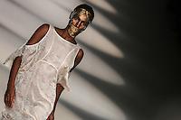 SAO PAULO, SP, 22 MARÇO 2013 - SPFW - LINO VILLAVENTURA - Desfile da grife Lino Villaventura durante o São Paulo Fashion Week ( SPFW ) Verão 2013 e 2014 realizado no Espaço da Bienal no Parque do Ibirapuera em São Paulo (SP), nesta sexta-feira (22). (FOTO: WILLIAM VOLCOV / BRAZIL PHOTO PRESS).