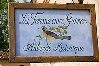 """Europe/France/Aquitaine/40/Landes/Eugénie-les-Bains:""""La Ferme aux Grives"""" ,l'auberge rurale de Michel Guérard .Détail de l'enseigne"""