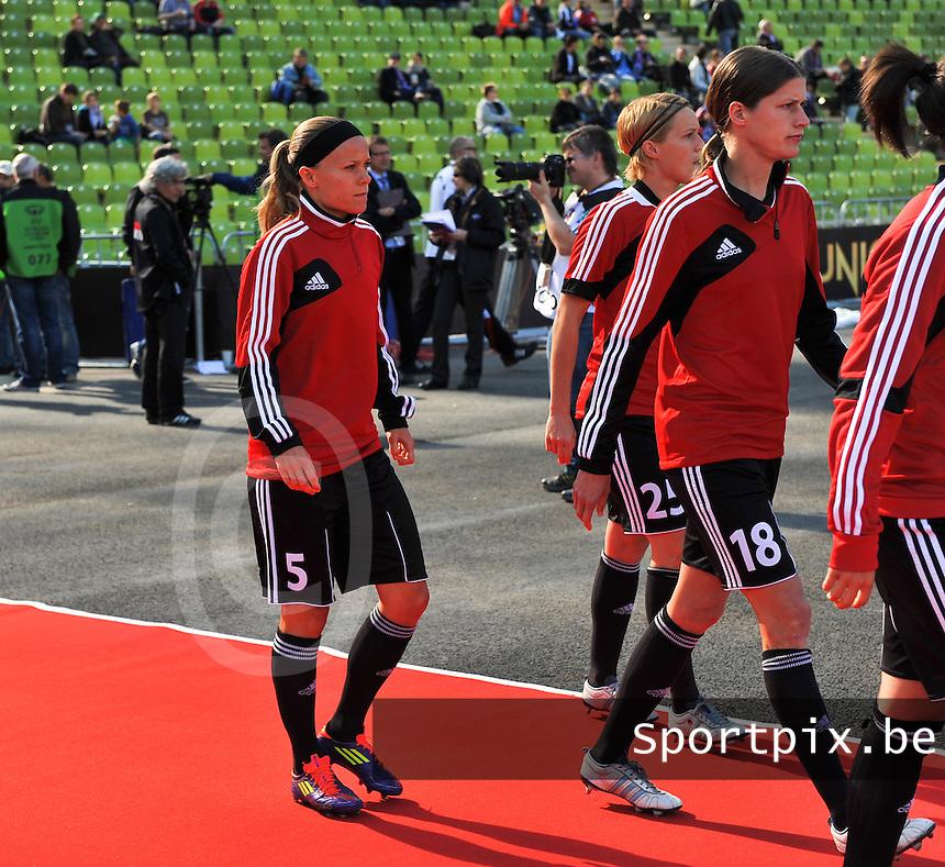 Uefa Women 's Champions League Final 2012 at Olympiastadion Munchen : Olympique Lyon -  FC Frankfurt : Sara Thunebro en Kerstin Garefrekes.foto DAVID CATRY / JOKE VUYLSTEKE / Vrouwenteam.be