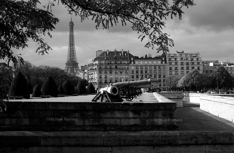 Paris (&icirc;le de france)<br /> <br /> La tour Eiffel vu des Invalides.<br /> <br /> The Eiffel tower view from the invalides.