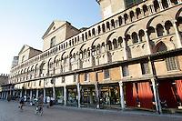 I negozi sotto il porticato della Cattedrale di Ferrara.<br /> Shops under the portico of the Cathedral of Ferrara.<br /> UPDATE IMAGES PRESS/Riccardo De Luca