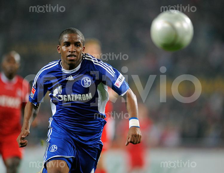 FUSSBALL   1. BUNDESLIGA   SAISON 2008/2009   6. SPIELTAG 1.FC Koeln - FC Schalke 04          26.09.2008 Jerfferson FARFAN (Schalke), Einzelaktion am Ball.
