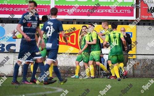 2017-09-02 / Voetbal / Seizoen 2017-2018 / KFC Sint Lenaarts - Sporting Hasselt / Sint Lenaarts viert de 1-0 van Jess Daas (l.)<br /> <br /> ,Foto: Mpics.be