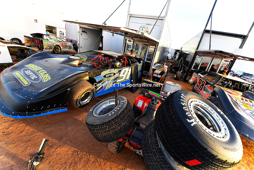 Jan 7, 2017; 4:59:00 PM; QUEEN CREEK, AZ., USA; 11th Annual Keyser Manufacturing Wild West Shootout at Arizona Speedway presented by O'Reilly Auto Parts. Mandatory Credit: (thesportswire.net)