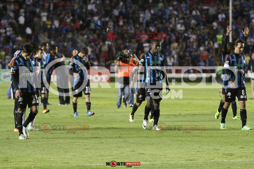 Encuentro de Futbol entre los Equipos Gallos Blancos de Querérato y Puebla, en el Estadio Corregidora , hoy Sábado 4 de Mayo del 2013, en imagen equipo y porras de Querétaro sufren el descenso del máximo circuito de futbol profesional. AGENCIA SIETEFOTO
