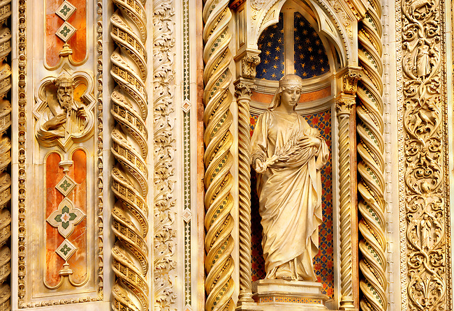 The Dome Catheral - Statue Of Saint Mary Of The Flowers - Florence Italy