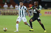 MEDELLIN - COLOMBIA - 15-08-2015: Alexader Mejia jugador del Atletico Nacional disputa el balon  contra Wason Renteria  la Equidad   durante partido  por la fecha 9 de la Liga Aguila II 2015 jugado en el estadio Atanasio Girardot. / Alexis  Mejia  player of Atleico Nacional figths the ball against  of  Wason Renteria  of a Equidad   during a match for the Ninth date of the Liga Aguila II 2015 played at Atanasio Girardot stadium in Medellin city. Photo: VizzorImage / Leon Mosalve  / Str.