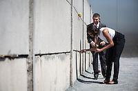 Die Frau US-Praesidenten Barack Obama, Michelle und Joachim Sauer, Ehepartner von Bundeskanzlerin Angela Merkel am Mittwoch (19.06.13) beim Gedenkstätte Berliner Mauer in Berlin. Foto: Maja Hitij/Commonlens