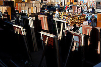 .Doors for sale at the 16 de Julio street fair.Just 25 years ago it was a small group of houses around La Paz  airport, at an altitude of 12,000 feet. Now El Alto city  has  nearly one million people, surpassing even the capital of Bolivia, and it is the city of Latin America that grew faster ...It is also a paradigmatic city of the troubles  and traumas of the country. There got refugee thousands of miners that lost  their jobs in 90 ¥s after the privatization and closure of many mines. The peasants expelled by the lack of land or low prices for their production. Also many who did not want to live in regions where coca  growers and the Army  faced with violence...In short, anyone who did not have anything at all and was looking for a place to survive ended up in El Alto...Today is an amazing city. Not only for its size. Also by showing how its inhabitants,the poorest of the poor in one of the poorest countries in Latin America, managed to get into society, to get some economic development, to replace their firs  cardboard houses with  new ones made with bricks ,  to trace its streets,  to raise their clubs, churches and schools for their children...Better or worse, some have managed to become a sort of middle class, a section of the society that sociologists call  emerging sectors. Many, maybe  most of them, remain for statistics as  poor. But clearly  all of them have the feeling they got  for their children a better life than the one they had to face themselves .