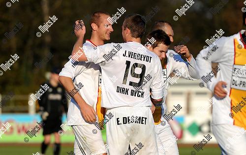 2011-11-20 / Seizoen 2011-2012 / Voetbal / KFC Duffel - Dilbeek Sport / Vreugde bij de spelers van Duffel na het 1-0 doelpunt van Anthony Dooms (l)..Foto: mpics