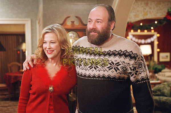 CATHERINE O'HARA &amp; JAMES GANDOLFINI<br /> in Surviving Christmas (2004) <br /> *Filmstill - Editorial Use Only*<br /> CAP/FB<br /> Image supplied by Capital Pictures