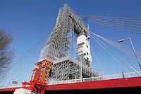 Nederland Rotterdam  2017.  Groot onderhoud aan de Willemsbrug.  Foto Berlinda van Dam / Hollandse Hoogte
