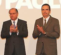 ATENCÃO EDITOR: FOTO EMBARGADA PARA VEICULO INTERNACIONAL - SÃO PAULO, SP, 05 NOVEMBRO 2012 – TRANSFERÊNCIA DO ED ERMÍNIO DE MORAES PARA O GOVERNO DO ESTADO   - O governador Geraldo Alckmin (esquerda) junto com José Roberto Ermínio de Moraes assinou naessa segunda-feira, o termo de transferência do Edifício Ermírio de Moraes para o Governo do Estado. O prédio, localizado na praça Ramos de Azevedo, abrigará a Secretaria da Agricultura e faz parte do plano de revitalização do centro de São Paulo. Na região central da cidade nessa, segunda 5. (FOTO: LEVY RIBEIRO / BRAZIL PHOTO PRESS)