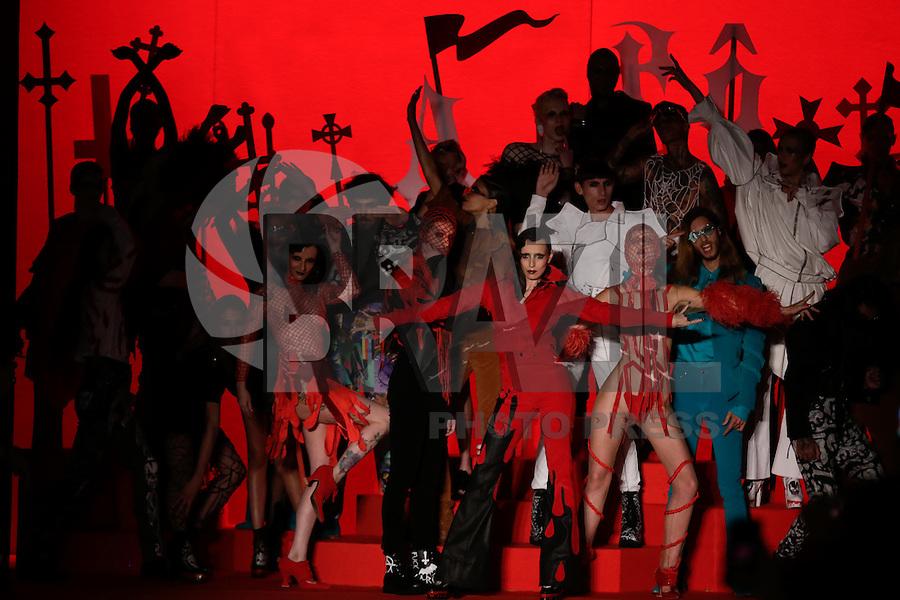 SÃO PAULO,SP, 23.10.2015 - FASHION-WEEK - Modelo durante desfile da grife Amapô no último dia da São Paulo Fashion Week Inverno 2016,no Pavilhão da Bienal do Parque do Ibirapuera na região sul de São Paulo,nesta sexta-feira, 23. (Foto:Adriana Spaca/Brazil Photo Press)