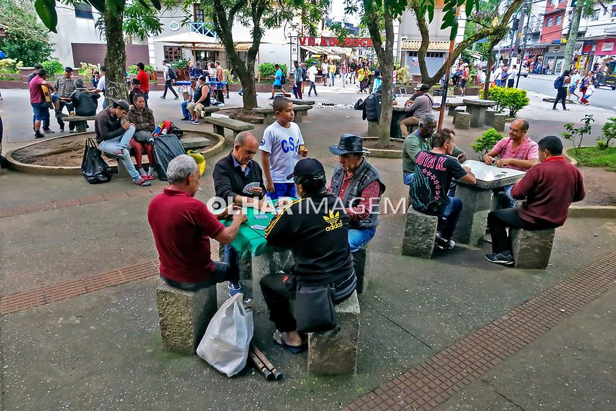 Pessoas jogando, Praça do Idoso, Ribeirao Pires. Sao Paulo. 2020. Foto Juca Martins