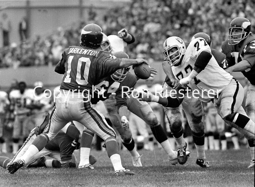 Oakland Raiders Bubba Smith puts a rush on Viking QB Fran Tarkenton..(1973 photo/Ron Riesterer)