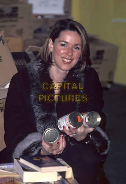 CLAIRE SWEENEY.21 December 2001.half length cans.ref;11324.www.capitalpictures.com.sales@capitalpictures.com.©Capital Pictures
