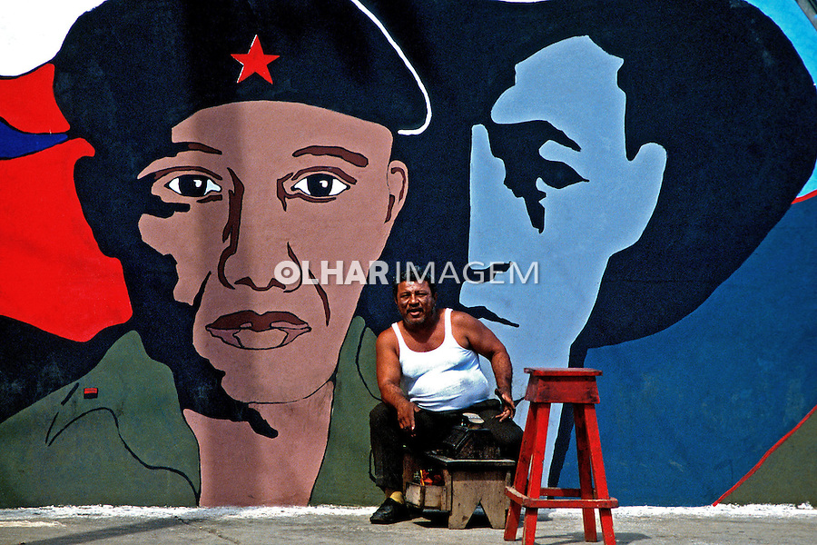 Pintura em mural. Manágua, Nicarágua. 1981. Foto de Juca Martins.