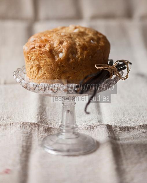 Europe/France/Aquitaine/64/Pyrénées-Atlantiques/Béarn/ Mazerolles: Le Pastis d'Amélie - Landaisou  Béarnais! Il existe bien une recette plus légère et briochée, dans les Landes, que l'on appelle aussi «pastis», une autre plus alourdie, dans les Hautes-Pyrénées, que l'on surnomme  tourte , mais le Pastis, le vrai, et les dictionnaires gastronomiques l'attestent, appartient bien au pays de Béarn!