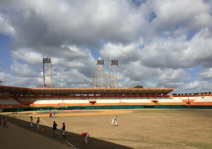 Santa Clara's under 23 baseball team warms up before a practice at Estadio Sandino. MARK TAYLOR GALLERY
