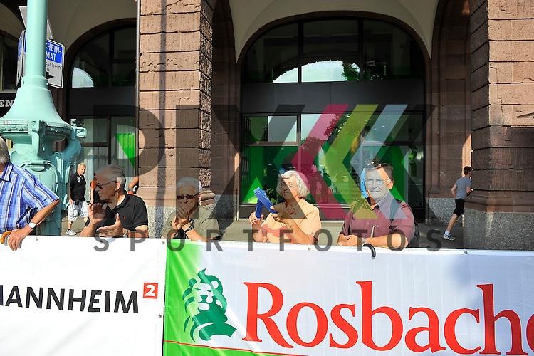 Zuschauer beim MLP Marathon 08.06.2013.<br /> <br /> Foto &copy; Rhein-Neckar-Picture *** Foto ist honorarpflichtig! *** Auf Anfrage in hoeherer Qualitaet/Aufloesung. Belegexemplar erbeten. Veroeffentlichung ausschliesslich f&uuml;r journalistisch-publizistische Zwecke.