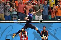 FUSSBALL WM 2014  VORRUNDE    Gruppe B     Spanien - Niederlande                13.06.2014 Robin van Persie (Niederlande) bejubelt seinen Treffer 1:4