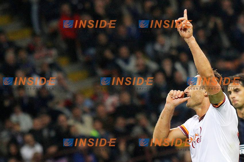 Esultanza dopo il gol Francesco Totti Roma, Goal Celebration,<br /> Milano 05-10-2013<br /> Stadio Giuseppe Meazza <br /> Football Calcio 2013/2014 Serie A <br /> Inter - Roma<br /> Foto Marco Bertorello Insidefoto