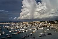 Otranto - porto - Temporale in arrivo