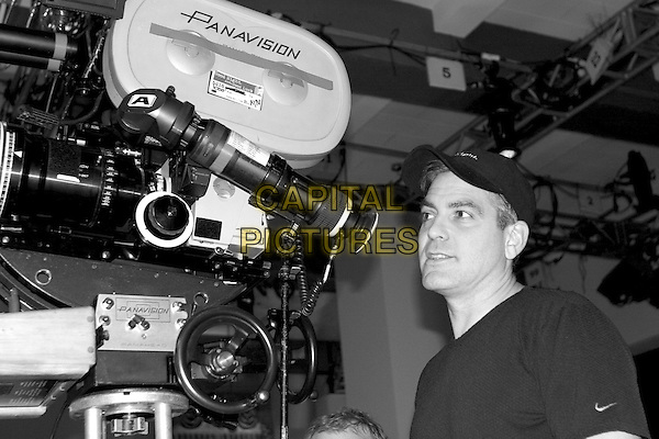 GEORGE CLOONEY (DIRECTOR).on the set of Good Night, And Good Luck.Filmstill - Editorial Use Only.CAP/AWFF.supplied by Capital Pictures.
