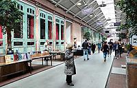Nederland -  Amsterdam -  2018. De Hallen in Amsterdam West is een centrum voor horeca, ambachten, media en cultuur. De plek waar ooit de eerste elektrische trams in Amsterdam werden onderhouden heeft een nieuw leven gekregen.      Foto Berlinda van Dam / Hollandse Hoogte